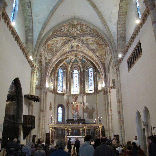 http://www.ilgiuncheto.it/wp-content/uploads/2016/10/Assisi_santa_chiara_interno_02-540x540.jpg