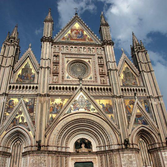 http://www.ilgiuncheto.it/wp-content/uploads/2016/10/Orvieto1_Duomo-540x540.jpg