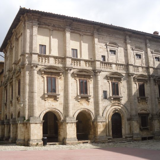 http://www.ilgiuncheto.it/wp-content/uploads/2017/01/Montepulciano8-Palazzo_Nobili-Tarugi-540x540.jpg